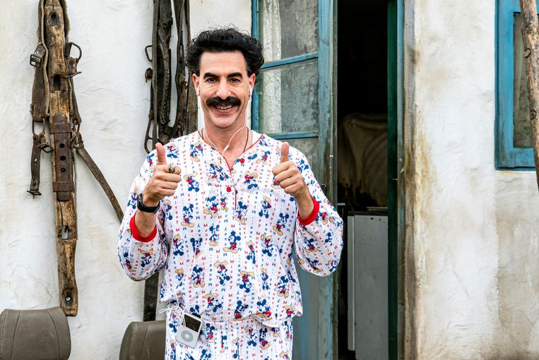 Borat mag deze keer Kazachstan verlaten om een relatiegeschenk te geven aan 'vice pussy grabber' Mike Pence.  Beeld RV