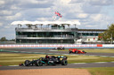 Lewis Hamilton op het circuit van Silverstone vorig jaar.
