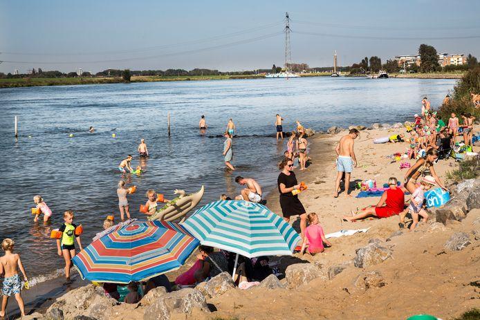 In Nieuw-Beijerland in de Hoeksche Waard werd gisteren genoten van de hitte.