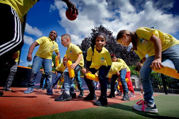 Op de zomerschool is ook plek voor sport en spel.