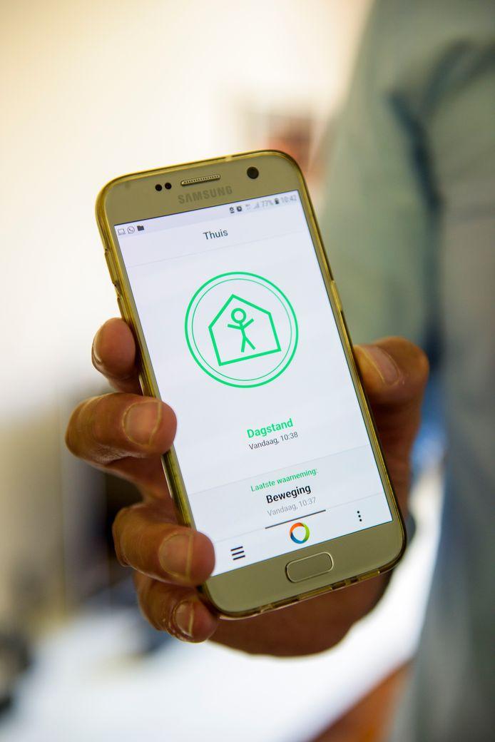 In het project LeefSamen krijgen deelnemende, hulpbehoevende Waalrenaren allerlei sensoren in huis die een mantelzorger waarschuwen als er mogelijk iets mis is.