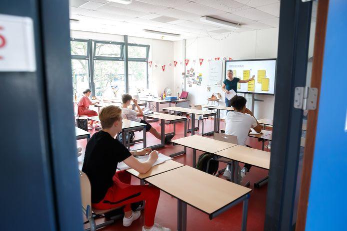 De VO-raad wil advies van het OMT over ventilatie op scholen.