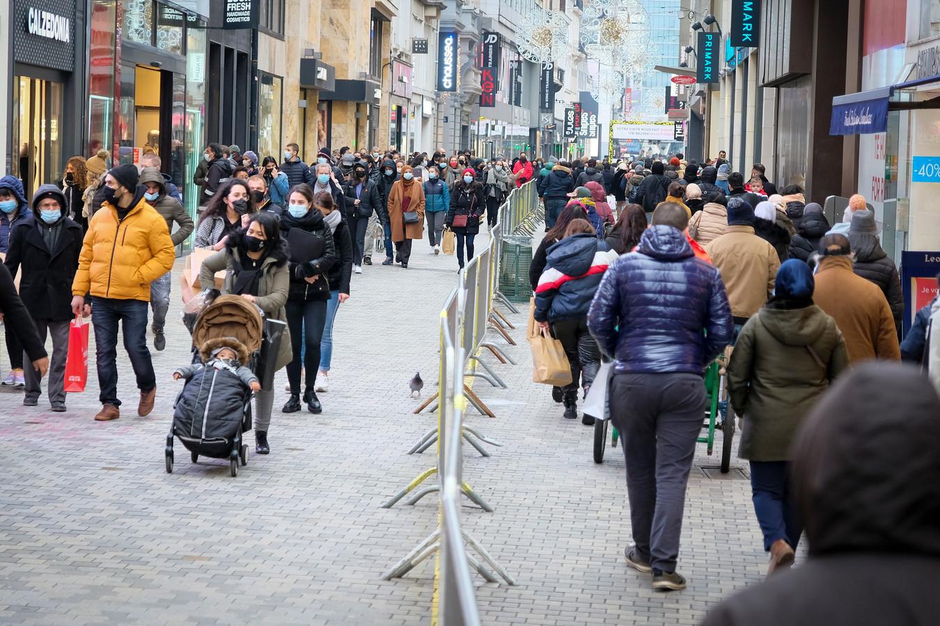 Les soldes à la rue Neuve, à Bruxelles.
