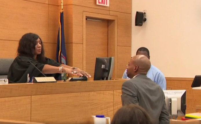 John Bunn tijdens zijn vrijspraak in de rechtbank.
