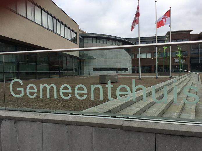 Voor de zevende keer donderde er een administratief lijk uit een kast in het Bernhezer gemeentehuis.
