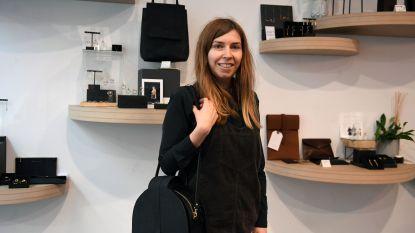"""Leuvense Sofie (28) lanceert nieuwe collectie handgemaakte lederwaren: """"Ik ontwerp, maak én verkoop de handtassen in mijn boetiek in Leuven"""""""