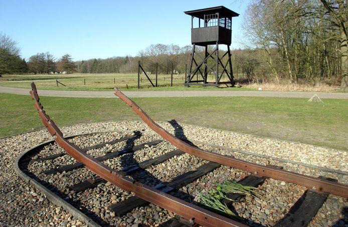Monument met spoorlijn in kamp Westerbork. ANPFOTO KOEN SUYK