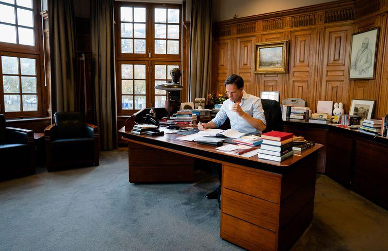 Premier Mark Rutte bereidt zich in het Torentje voor op de tweede dag van de Algemene Politieke Beschouwingen, september 2020. Beeld Hollandse Hoogte /  ANP