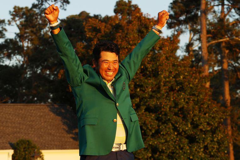 De Japanse golfer Hideki Matsuyama viert zijn overwinning. Beeld AFP