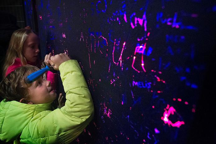 Glow 2016 verbreekt weer bezoekersrecord