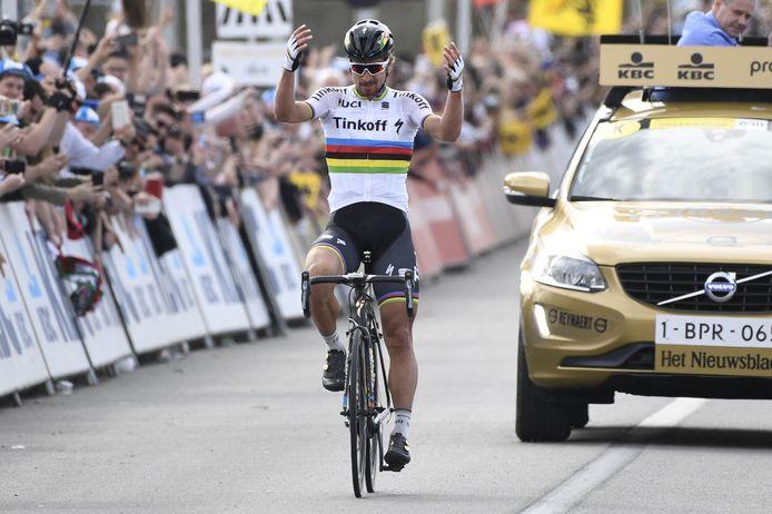 Aan de streep had Sagan een twintigtal seconden voorsprong op Cancellara