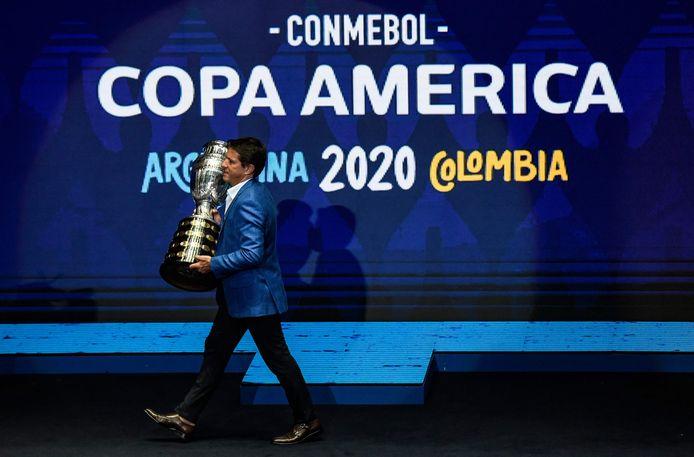 Juninho Paulista met de Copa América.
