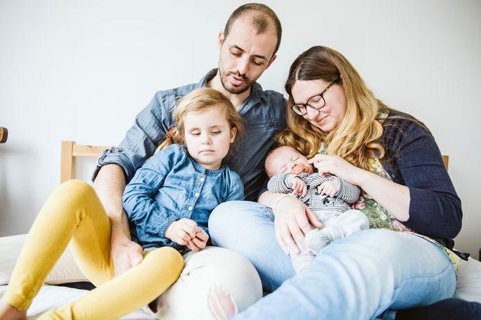Björn met vrouw Emilie, dochter Maja en haar pasgeboren broertje Pelle.