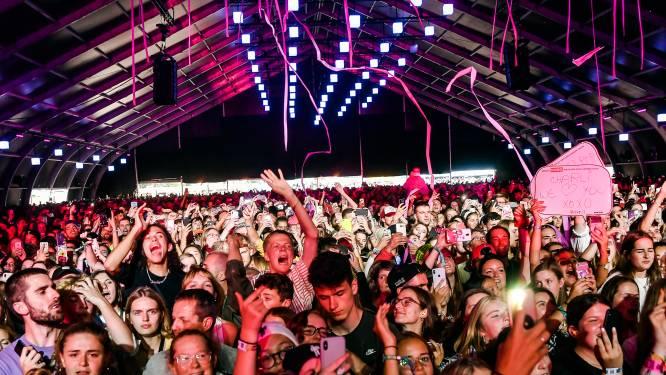"""Covid Safe Ticket voor festivals wordt eenmalig, tijdelijk en uitzonderlijk document """"om discriminatie te vermijden"""""""