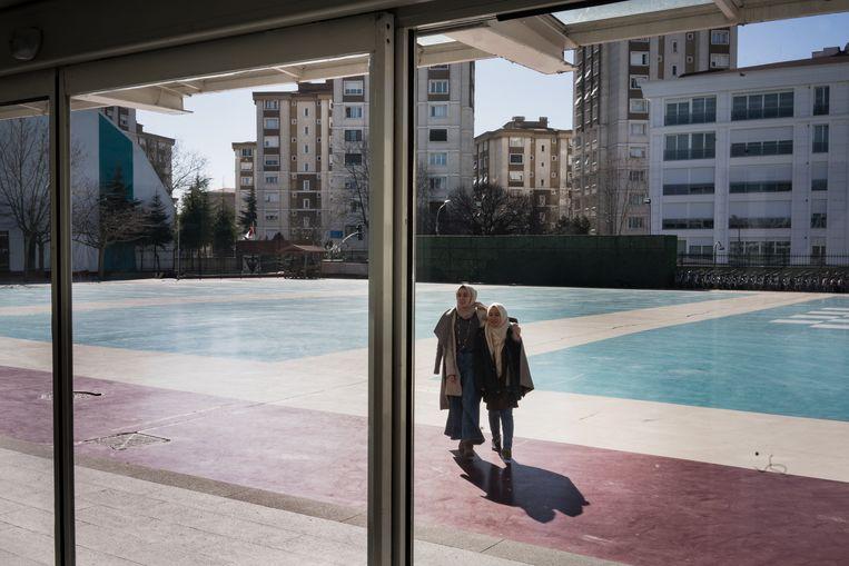 De Imam Hatip-school in Kartal, een wijk in het Aziatische deel van Istanbul. Vanuit het hele land sturen conservatieve ouders hun kinderen naar de school. Beeld Nicola Zolin