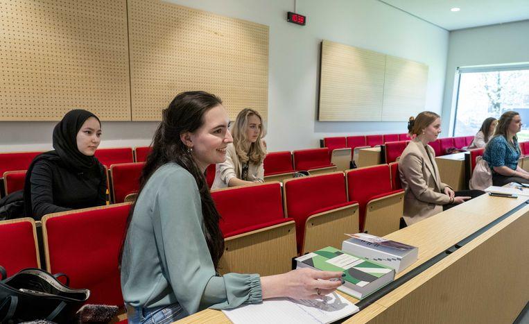 Studenten tijdens een college aan de Erasmus Universiteit in april dit jaar. Beeld ANP
