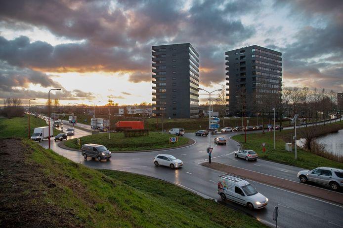 De rotonde op de Rondweg-Oost waar een verdiepte ligging moet komen.