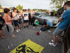 Des sympathisants de Jürgen Conings réunis lors d'une veillée à Dilsen-Stokkem