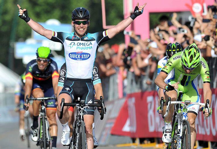Mark Cavendish wint een Giro-rit voor QuickStep in 2013. Beeld AP
