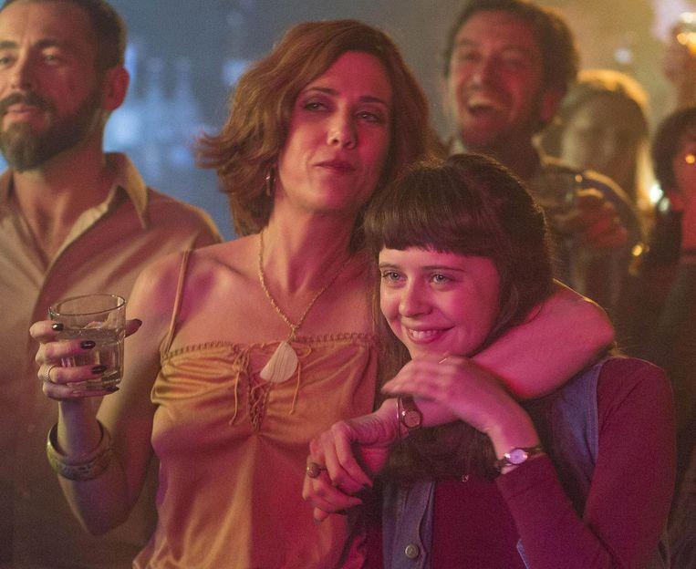 Kristen Wiig en Bel Powley schitteren in de Vlaamse productie 'Diary of a Teenage Girl'. Beeld Lumiere
