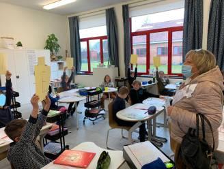 Basisschool De Beuk wuift juf Carine (62) uit
