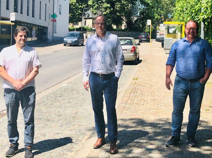 Schepen van Openbare Werken Bart Keymolen (CD&V), burgemeester Jan Desmeth (N-VA) en schepen van Mobiliteit Olivier Huygens (N-VA).