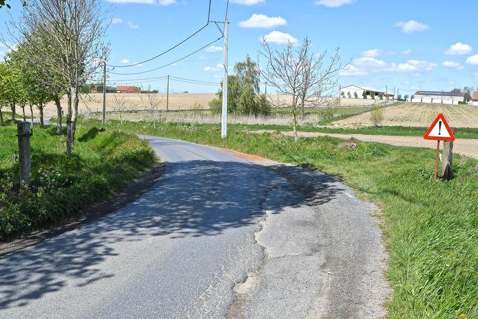In de Ravestraat krijgt het wegdek ook een nieuwe laag asfalt