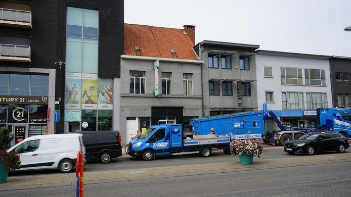 De thuiszorgwinkel Clinicare met aanpalend het voormalig Chinees restaurant Best dat onder de sloophamer verdwijnt.