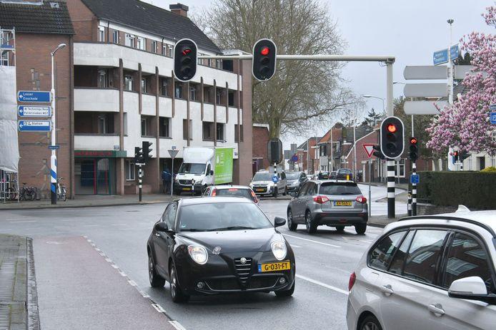 Onwille van een betere doorstroming worden de verkeerslichten op het kruispunt Spoorstraat, Berkstraat, Beatrixstraat en de Steenstraat vervangen.