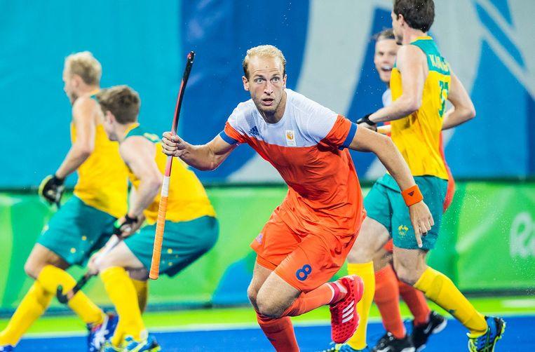 Billy Bakker maakt 1-0 voor Nederland tijdens de kwartfinale hockey heren op de Olympische Spelen in Rio de Janeiro. Beeld anp
