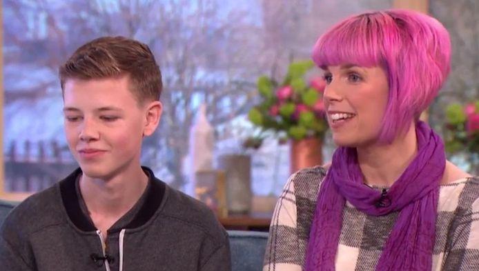 Deryn en zijn moeder Callie te gast in de talkshow This Morning.