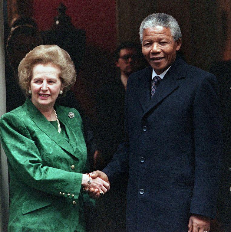 Thatcher en Nelson Mandela in 1990. Beeld afp