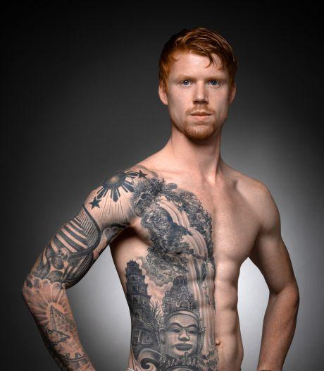 De tatoeages op Damians lichaam vormen het plakboek van zijn reizen