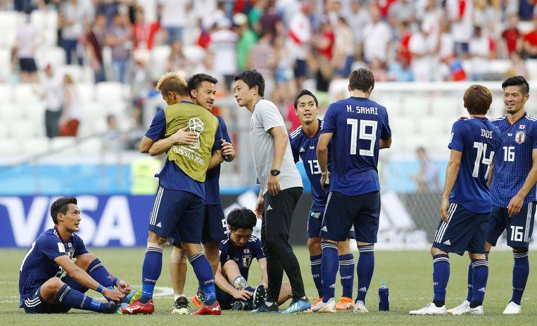 Spelers en staf van Japan zijn opgelucht met de kwalificatie, ondanks 0-1-verlies tegen Polen in de laatste groepsmatch. Beeld BELGAIMAGE