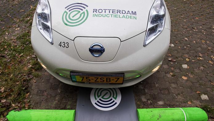 Rotterdam test draadloos opladen auto\'s | Auto | AD.nl