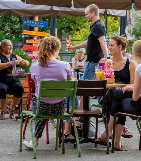 Terras op de Markt in Wijchen blijft wellicht, horecaondernemers willen ook overkapping