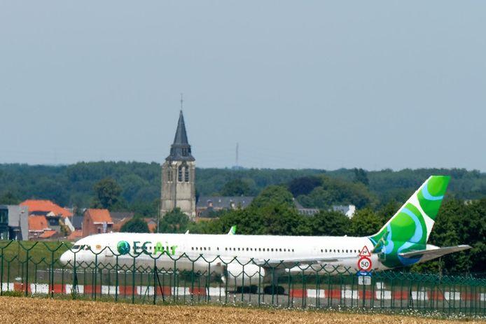 Dit vliegtuig van EC Air staat al bijna 5 jaar op Brussels Airport.