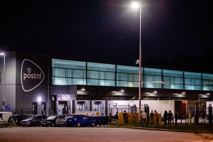 Het postsorteercentrum in Tilburg werd tijdelijk ontruimd.