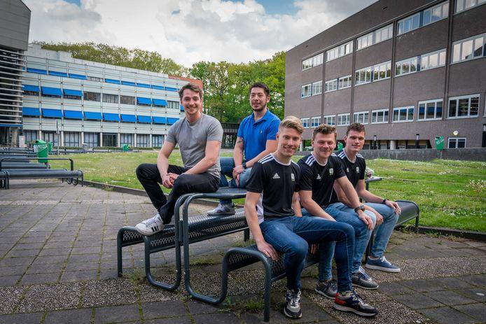 De vijf HAN-studenten die onlangs voor hun ondernemingslust zijn beloond.