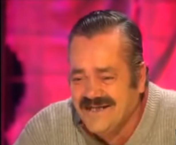 De Spaanse komiek Juan Joya Borja, alias 'El Risitas', tijdens het interview dat hem wereldwijd beroemd maakte om zijn aanstekelijke lach.