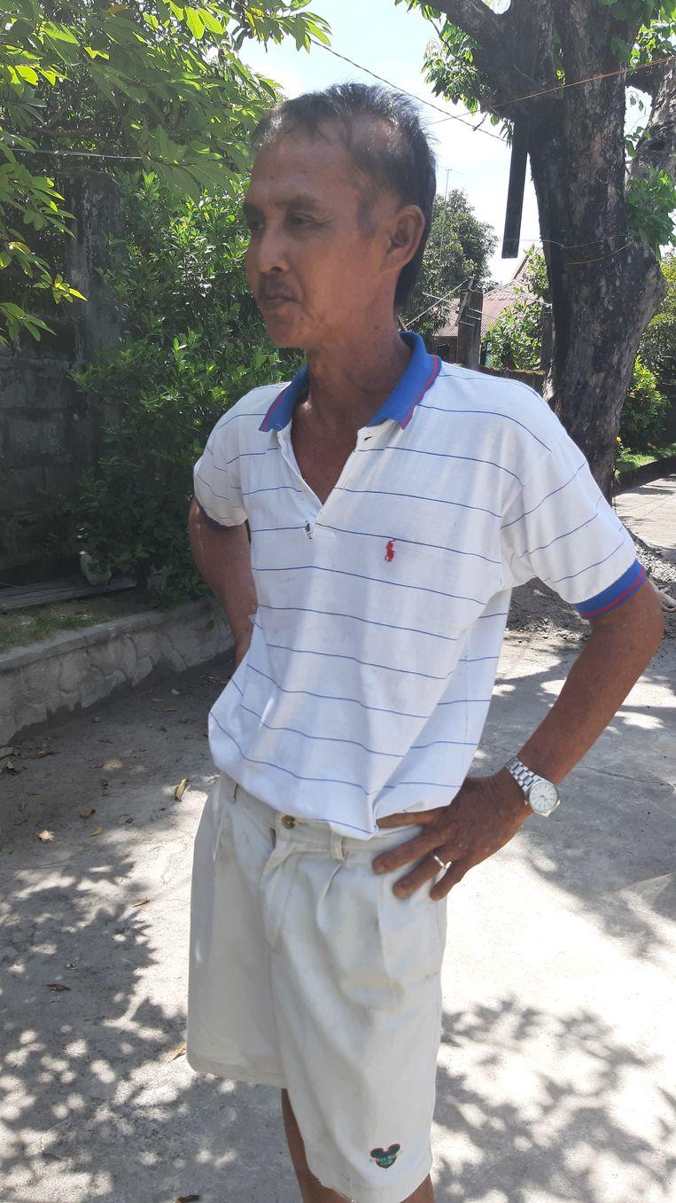 Rijstboer Ronald Sabado heeft last van vergroeiingen, haaruitval en huidverkleuring door arseenvergiftiging. Beeld Hans Nauta