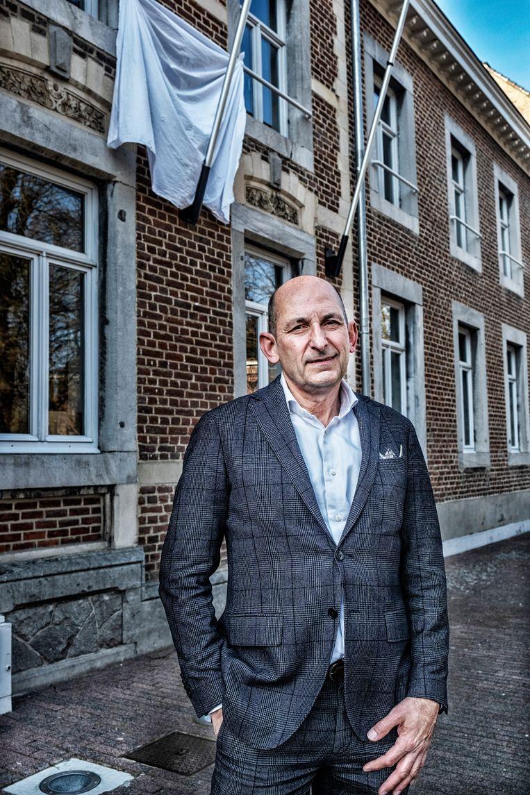 Burgemeester Marc Penxten (N-VA) van Alken: 'Volgens mij ligt het aan het feit dat we hier met krokus altijd massaal, met vele bussen, gaan skiën.' Beeld Tim Dirven