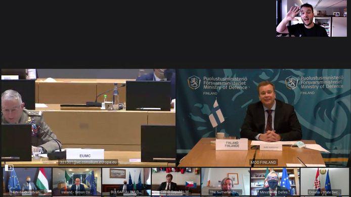 Een foto van de online vergadering met de RTL-journalist rechtsboven.