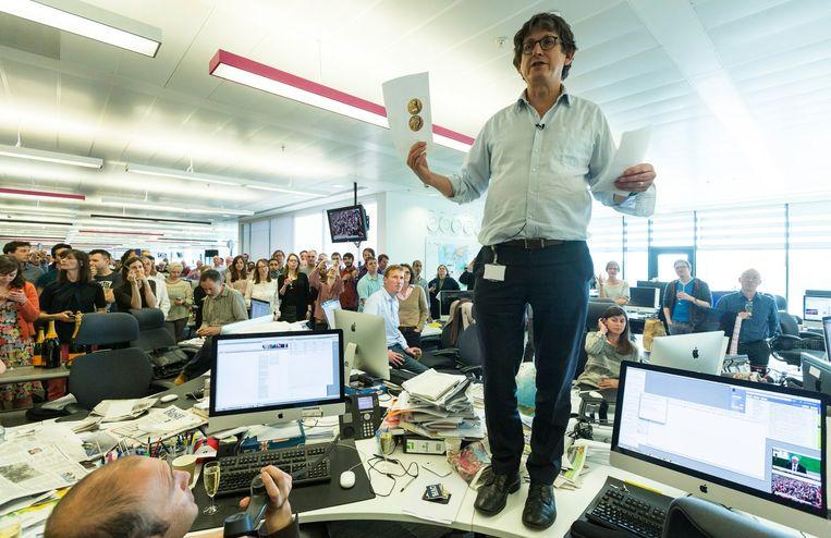Alan Rusbridger spreekt zijn journalisten toe op de redactie in Londen, nadat 'The Guardian' in 2014 een Pulitzerprijs had gewonnen voor de berichtgeving over NSA-spionagepraktijken, gebaseerd op documenten van Edward Snowden. Beeld David Levene for the Guardian