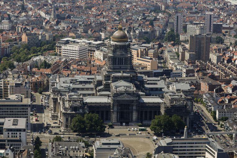 Het Justitiepaleis in Brussel vanuit de lucht bezien.