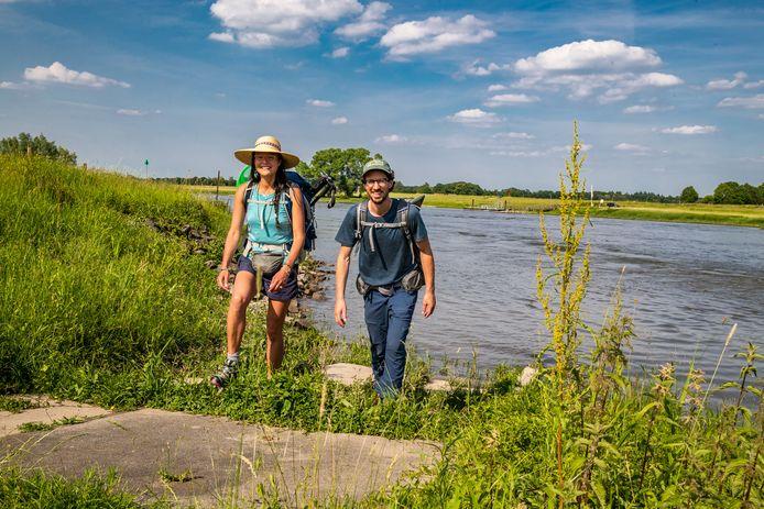 Li An Phoa en Maarten van der Schaaf wandelden de afgelopen twee weken de gehele IJssel af. Hun droom is dat de rivier uiterlijk 2051 weer drinkbaar is.