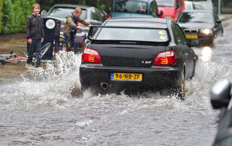 De grootste vervuilers zijn dierlijke mest, bestrijdingsmiddelen uit de landbouw en riool-overstort na extreme regenbuien. Beeld ANP