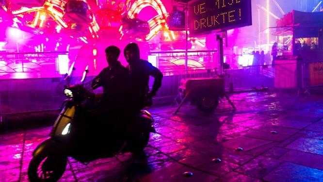 Politieagenten bekogeld met stenen in Utrecht: 'Mensen die op terras zaten vluchtten naar binnen'