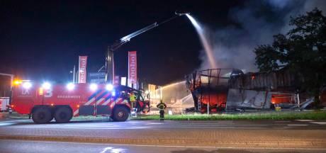 Zelfs blusreuzen van Schiphol ingezet bij megabrand Soesterberg: 'Dit was gigantisch'