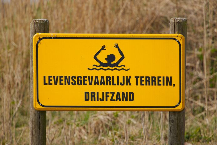 Een 4-jarig meisje raakte tot haar bovenlijf in het drijfzand in Utrecht.